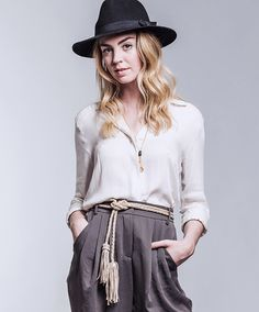 Neutral outfit with a fringe taupe belt.
