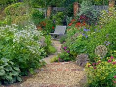 High Summer Garden - bricks and pea gravel