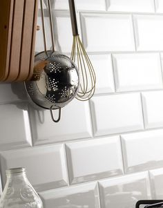 Metro Tiles - White Chapel.      A collection of popular bevelled edge ceramic wall tiles. The Metro range is a modern, versatile, contemporary (yet with a 1920's feel) series of rectangular tiles (London underground dimensions - hence the name) combining elegant simplicity with a touch of retro style.