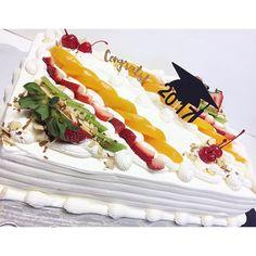 #graduationcake #treslechescake #graduation #cake #tresleches  #fruit #tasty #foodporn #customcakes #2017 #sheetcake