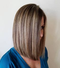 20 Best Hair Color Ideas in the World of Chunky Highlights - - Brown Bob with Blonde Highlights Blonde Lowlights, Brown With Blonde Highlights, Chunky Highlights, Brown Blonde Hair, Hair Color Highlights, Light Brown Hair, Caramel Highlights, Auburn Highlights, Short Brown Hair With Blonde Highlights