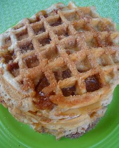 Churro Apple Pie Waffles from Chica Chocolatina Breakfast Waffles, What's For Breakfast, Pancakes And Waffles, Churro Waffles, Fluffy Waffles, Brunch Recipes, Breakfast Recipes, Dessert Recipes, Party Recipes