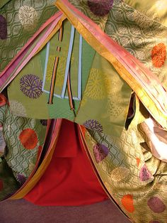 五衣唐衣裳 有職文様  2008 京都文化博物館別館(旧日本銀行京都支店) 源氏物語千年紀展」~恋、千年の時空を超えて~