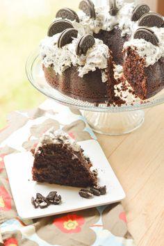 Chocolate Oreo Bundt Cake {Macaroni and Cheesecake}