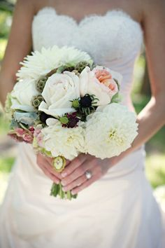 Wedding Ideas, Party Plans and Event Humor. I love that bouquet. Dahlia Bridal Bouquet, Wedding Bouquets, Wedding Flowers, Hand Bouquet, New York Wedding, Our Wedding, Dream Wedding, Wedding Book, Wedding Wishes