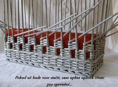 How to Weave a Unique DIY Storage Basket from Old Newspaper - Korb Newspaper Basket, Newspaper Crafts, Old Newspaper, Craft Paper Storage, Diy Storage, Storage Baskets, Gift Baskets, Deco Kids, Recycled Magazines