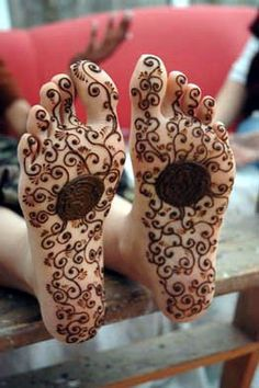 I want Henna on the soles of my feet for my wedding