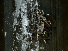 Detalle de la cabeza de Medusa en la Fuente de Apolo en el Paseo del Prado. Detail of the head of Medusa in the Apollo fountain on the Paseo del Prado