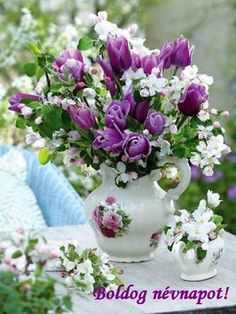 Flowers and Gardens Flowers Nature, Fresh Flowers, Beautiful Flowers, Beautiful Flower Arrangements, Floral Arrangements, Ikebana, Photo Bouquet, Tulip Bouquet, Purple Tulips