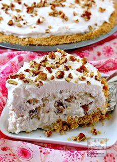 Pie - Manila Spoon In 15 minutes or less you can make this easy and yummy classic pie that's creamy, fruity-sweet, light and no bake, too. We served this in a potluck and it was a huge hit! Perfect for Christmas and New Year celebrations! Single Serve Desserts, Desserts For A Crowd, Winter Desserts, Great Desserts, Delicious Desserts, Trifle Desserts, Party Desserts, No Bake Desserts, Dessert Recipes