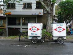 Los tradicionales triciclos de Ramo por las calles de Bogotá