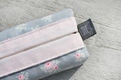 Snuggles-Cottage Shop Taschentücher-Taschen - Tatüta Hülle Sniefie mit Blümchen rosé & grau - ein Designerstück von snuggles-cottage bei DaWanda