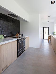 Best Kitchen Flooring Ideas - Discover modern kitchen flooring ideas, from ceramic tile to hardwood to stone, tile pattern, slate - Küchen Design, Tile Design, House Design, Design Ideas, Concrete Kitchen, Kitchen Flooring, Slate Flooring, Kitchen Tiles, Cuisines Design