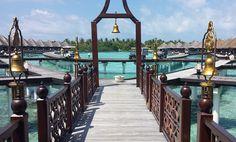 Um dos lugares mais impressionantes e belos que conheci no mundo, as Maldivas são um convite ao dolce far niente com seu mar transparente, em diversos tons de azul, areia branca e resorts de luxo
