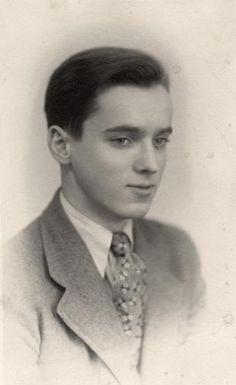 fotograaf onbekend | Jonge jongens. Jonge man in kostuum met stropdas. Jaren '30.