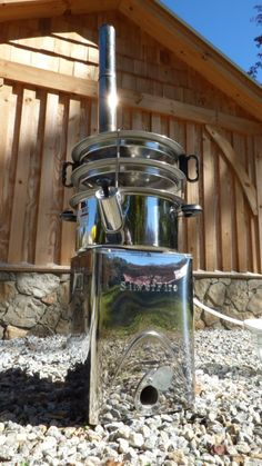 In any survival situation fresh and clean water is essential - this home made water distiller is both easy to use and very efficient. Emergency Preparation, Survival Prepping, Emergency Preparedness, Survival Stuff, Survival Skills, How To Make Oil, Water Wise, Water Purification, Water Storage