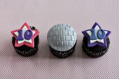 "Best Images Fondant Disco and Star Age Fondant Cupcake Toppers for Disco and Dance Party Treats Tips A fresh world newspaper From the scene for the scene"", could be the Motto of the newest downtown Dance Party Birthday, 10th Birthday Parties, 50th Birthday, Birthday Cakes, Fondant Cupcake Toppers, Disco Party, Cupcake Party, Party Treats, Color Change"