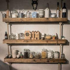 DIY Regal aus Holz und Tau dekoriert mit unseren Produkten | Barefoot Living by Til Schweiger #interior #deko
