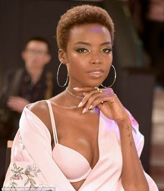 Nailed it: Maria Borges, shows off her pale pink manicure that perfectly mat. Short Afro Hairstyles, Fancy Hairstyles, African Hairstyles, Girl Hairstyles, Natural Hair Cuts, Natural Hair Styles, Dark Skin Beauty, Hair Beauty, Bald Hair