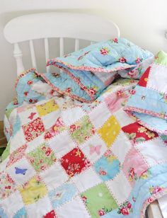 Helen Philipps: Sewing Squares I love the red big stitch hand quilting! Scrappy Quilts, Easy Quilts, Children's Quilts, Cot Quilt, Amish Quilts, Small Quilts, Patch Quilt, Quilt Blocks, Quilting Projects