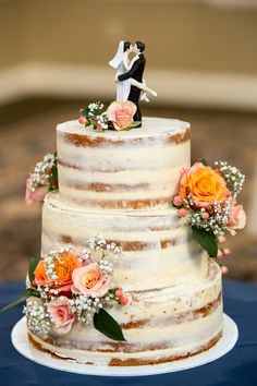 We can use white and deep red roses with baby breath to tie in the centerpieces Wedding Cake Fresh Flowers, Wedding Flower Decorations, Beautiful Wedding Cakes, Beautiful Cakes, Cake With Flowers, 5 Tier Wedding Cakes, Different Wedding Cakes, Wedding Cake Designs, Bolo Nacked