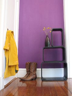PARED: Lining instead of wallpaper? Fabric Wallpaper, Of Wallpaper, Renters Wallpaper, Temporary Wallpaper, Fabric Covered Walls, Fabric Walls, Upholstered Walls, Feng Shui, Purple Walls