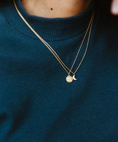 How to Style: Layered Necklaces - How to Style: Layered Pendants Dainty Necklace, Dainty Jewelry, Cute Jewelry, Jewelry Accessories, Jewelry Necklaces, Women Jewelry, Jewelry Design, Fashion Jewelry, Layering Necklaces