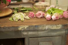 Alicia of Bows + Arrows in #Dallas sharing her floral arranging secrets.