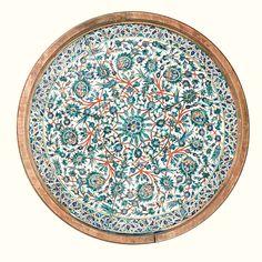 Neuf carreaux de revêtement montés en dessus de table. Turquie, Kutahya, Art Ottoman, XIXème siècle. - céramique siliceuse ; à décor peint en polychromie sur un fond blanc.