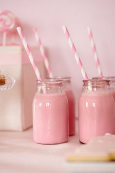 Gorgeous girly pink Strawberry Milkshakes with stripped straws. Pink Love, Cute Pink, Pretty In Pink, Pink Pink Pink, Party Set, Pink Milk, Strawberry Milkshake, Vanilla Milkshake, Pink Foods