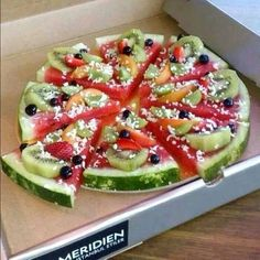 Idea: Watermelon Pizza (a pizza fruit salad) fruit pizza Pizza Fruit, Watermelon Pizza, Dessert Pizza, Fruit Pie, Pizza Food, Watermelon Dessert, Watermelon Slices, Diet Pizza, Fun Fruit