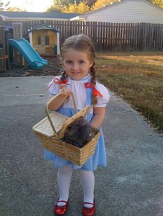 Dorothy of the Wizard of Oz & Toto. Dorothy Halloween Costume, Halloween 2013, Halloween Dress, Holidays Halloween, Happy Halloween, Halloween Party, Lego Costume, Tutu Costumes, Costume Ideas