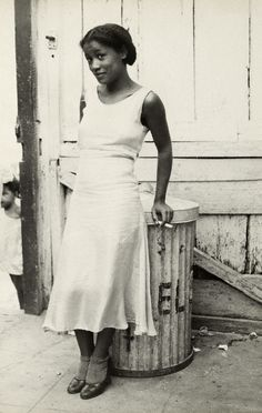 indypendent-thinking: Walker Evans, Woman in a Courtyard, 1933