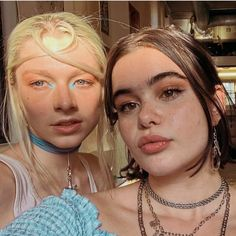 Hunter Schafer and Barbie Ferreira Pretty People, Beautiful People, Beautiful Pictures, Model Tips, Euphoria Fashion, Barbie Ferreira, Aesthetic Makeup, Girl Crushes, Pretty Woman