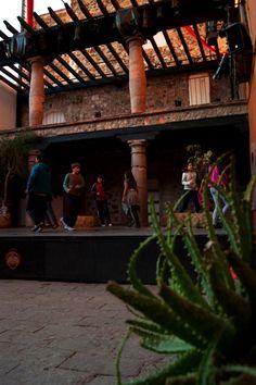 Escenario de Cómicos Pergola, Outdoor Structures, Ghosts, Theater, Outdoor Pergola, Arbors, Pergolas