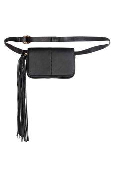 Mała torebka na pas: Mała torebka z imitacji skóry. Klapka z magnetycznym…