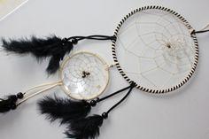 Mobiles & Traumfänger - Weiss-schwarzer DReamcatcher mit Bergkristall - ein Designerstück von Traumnetz-com bei DaWanda