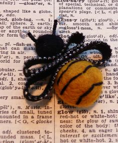 Happy little bee brooch loving handcrafted from vintage zipper, handfelted balls, seed beads and wire. Add a little zip to your wardrobe with