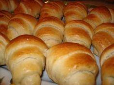 Ada's World: Cornuri pufoase cu Nutella Hungarian Desserts, Hungarian Recipes, No Bake Desserts, Dessert Recipes, Nutella, Croation Recipes, Bread Recipes, Cooking Recipes, Good Food