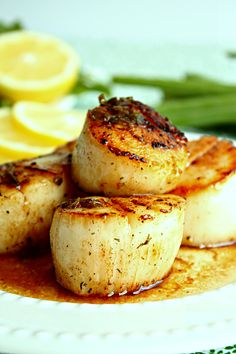 Yum Simple Seared Scallops in Brown Butter Sauce Ingredients Seafood Dishes, Fish And Seafood, Seafood Recipes, Pan Seared Scallops, Sea Scallops, Brown Butter Sauce, Fun Cooking, Cooking Ideas, Scallop Recipes