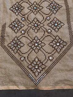 Cross Stitch Boarders, Cross Stitch Pillow, Cross Stitch Art, Cross Stitching, Cross Stitch Embroidery, Hand Embroidery, Cross Stitch Patterns, Textile Patterns, Knitting Patterns