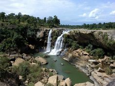 The Amritdhara Waterfalls are located in Kariya District Chhattisgarh. The area is covered by dense forests, mountains and rivers. This makes it the right setting to result in a spectacular waterfall. This waterfall is great to see in any season with water flowing from the far reaches of central India, but during the monsoon the fall is full of water resulting in the true show of fury! http://www.androidinfosys.com/