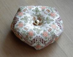 Biscornu Autumn - embroidery pattern