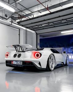 Thoughts on this White Ford GT? Windows Mobile, Carl Benz, Cool Sports Cars, Ford Classic Cars, Luxury Suv, Luxury Sedans, Latest Cars, Modified Cars, Expensive Cars