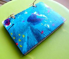 Cuaderno artesanal, pintado a mano. Tamaño 10 x 15. 70  hojas papel reciclado 100%. Cosido con rafia natural. Pieza única.