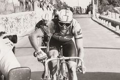 4b04e61ace59d Greg Lemond sporting the Oakley Eyeshades during the 1986 Milan-San Remo.