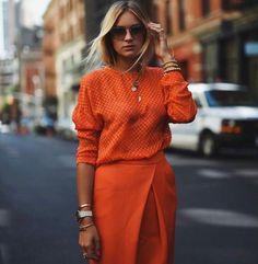 f758e92ef3 Orange monochromatic outfit Estilo Despojado