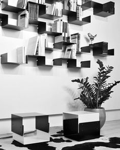 Mesita/taburete NIMO, Estanterías MONI-K  Shop online➡️ www.objects.es  #objectsbyECP #carmepinós #NIMO #MONIK #shelves #design #mobiliario  #interiors #decor #furnituredesign #blackandwhite #diseño  Fotografía de @carmepinos_objects
