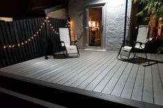 Stone Grey Decking für das Abendessen im Freien - composite decking Wpc Decking, Decking Area, Composite Decking, Decking Boards, Back Garden Design, Patio Deck Designs, Grey Gardens, Outdoor Gardens, Diy Deck