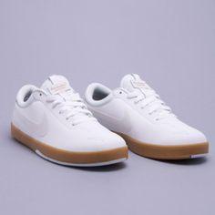 white nike sneakers (Men's Health Look Book)
